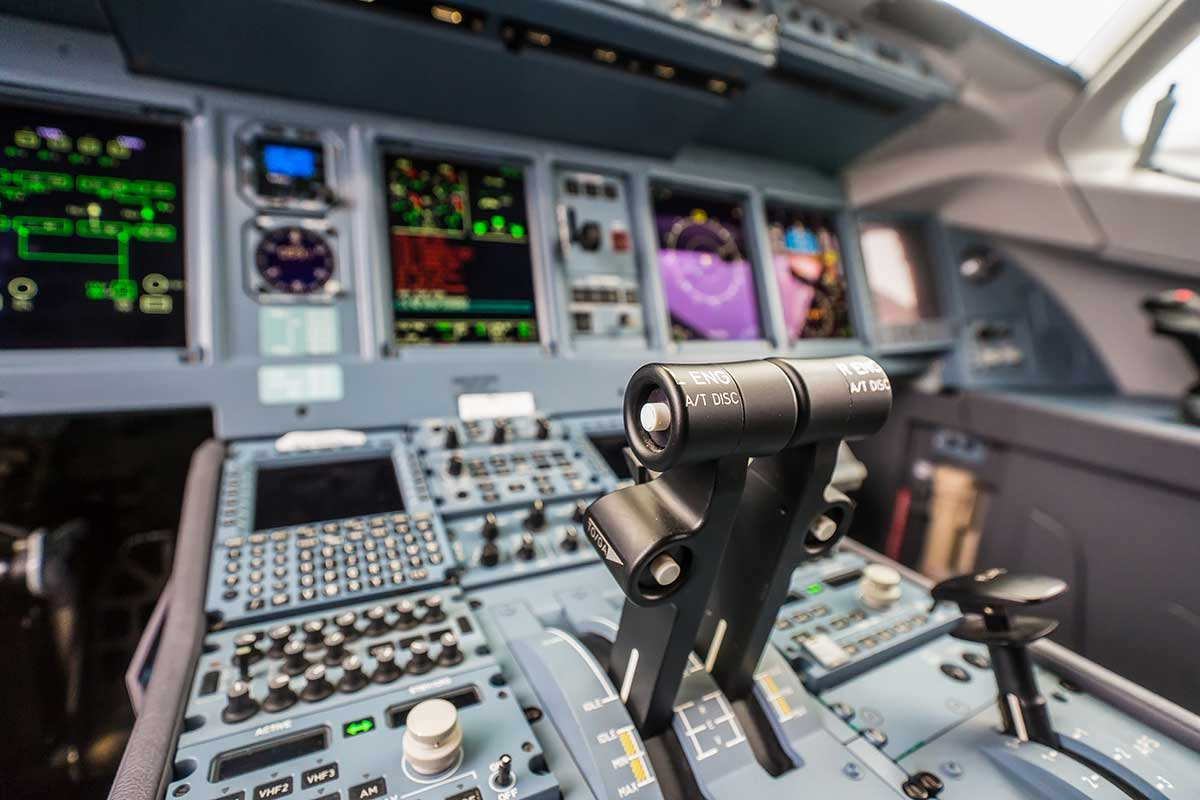 Professional-Aviation_Flight-Deck-aereo-moderno